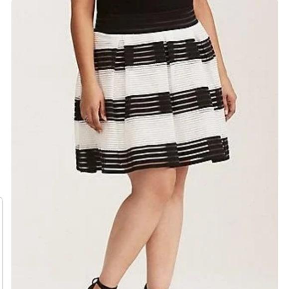 bfdcfe55873 Torrid Black and White Sheer Flared Skirt. Size 2X